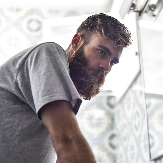 cómo hidratar la barba