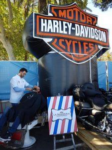 La Barbería Haircuts & Wines en un evento de Harley-Davidson